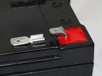 inklusive Batterie Akku Anschlussadapter von 4.8 auf 6.35mm , somit beide Anschlussarten nutzbar
